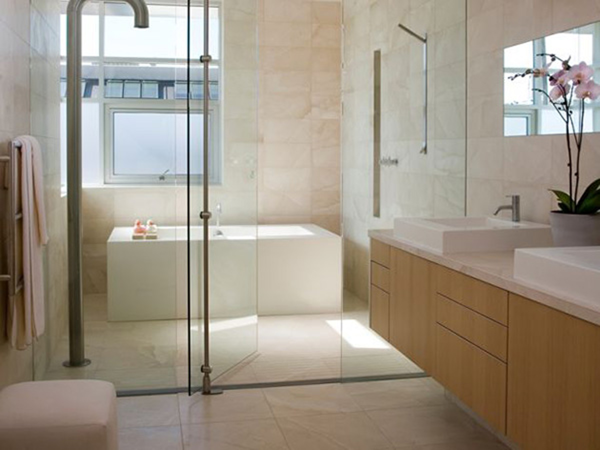 narrow bathroom design photo - 1