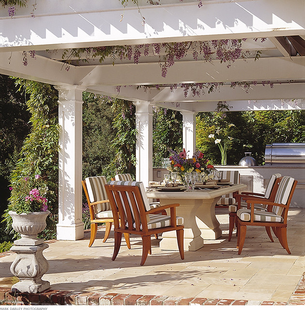 outdoor dining area photo - 2