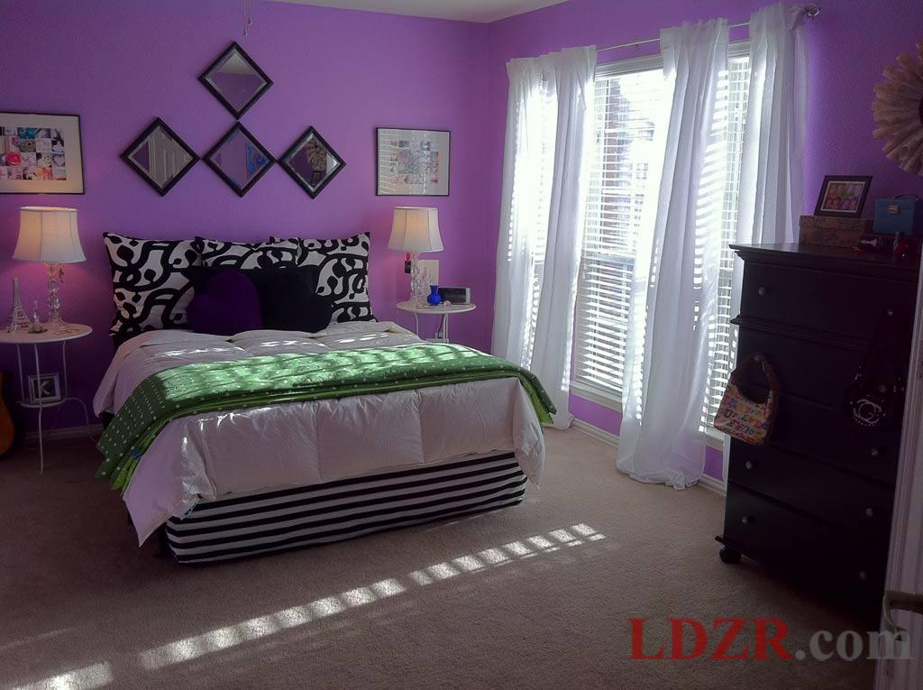 purple walls in bedroom photo - 1
