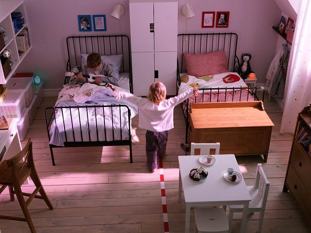 shared kids bedroom photo - 2
