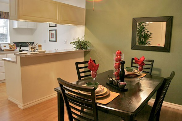 Small apartment dining room ideas large and beautiful for Decorate a small dining room