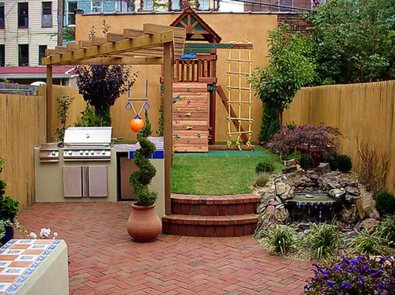 Small Backyard Designs Photo   2