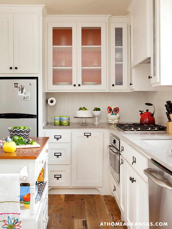 small cottage kitchen photo - 2