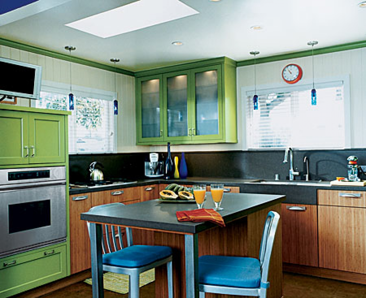 Small efficient kitchens large and beautiful photos for Efficient small kitchen design