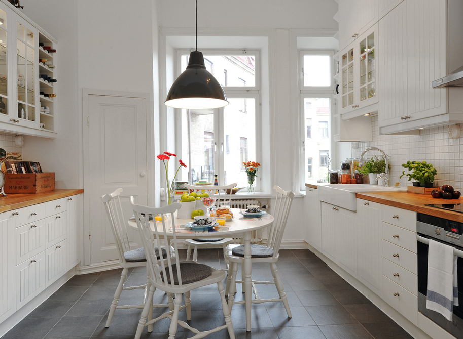 small galley kitchen photo - 2