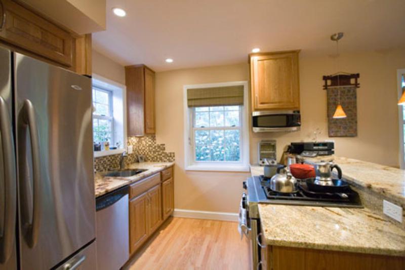 small galley kitchen ideas photo - 2