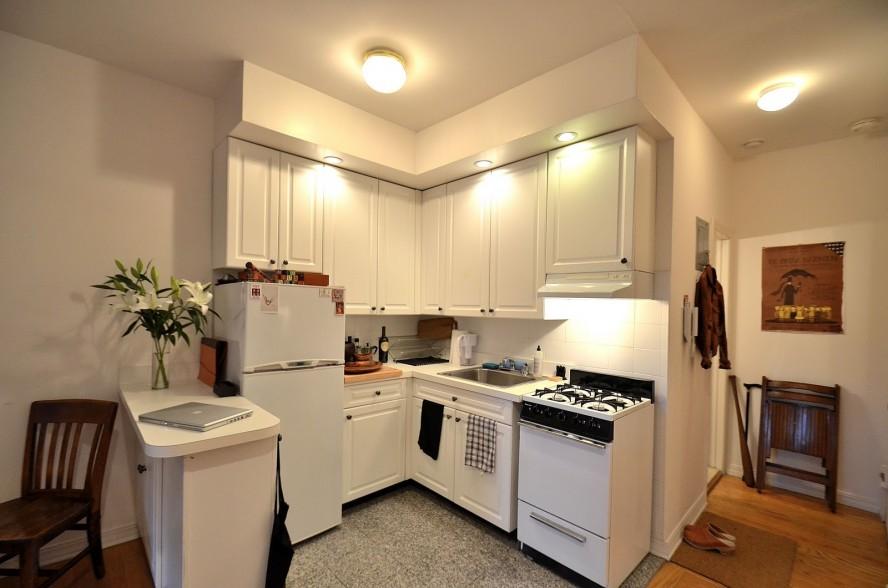 small kitchen cabinet photo - 1
