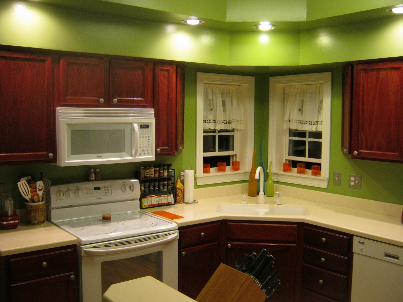 small kitchen color ideas pictures photo - 2