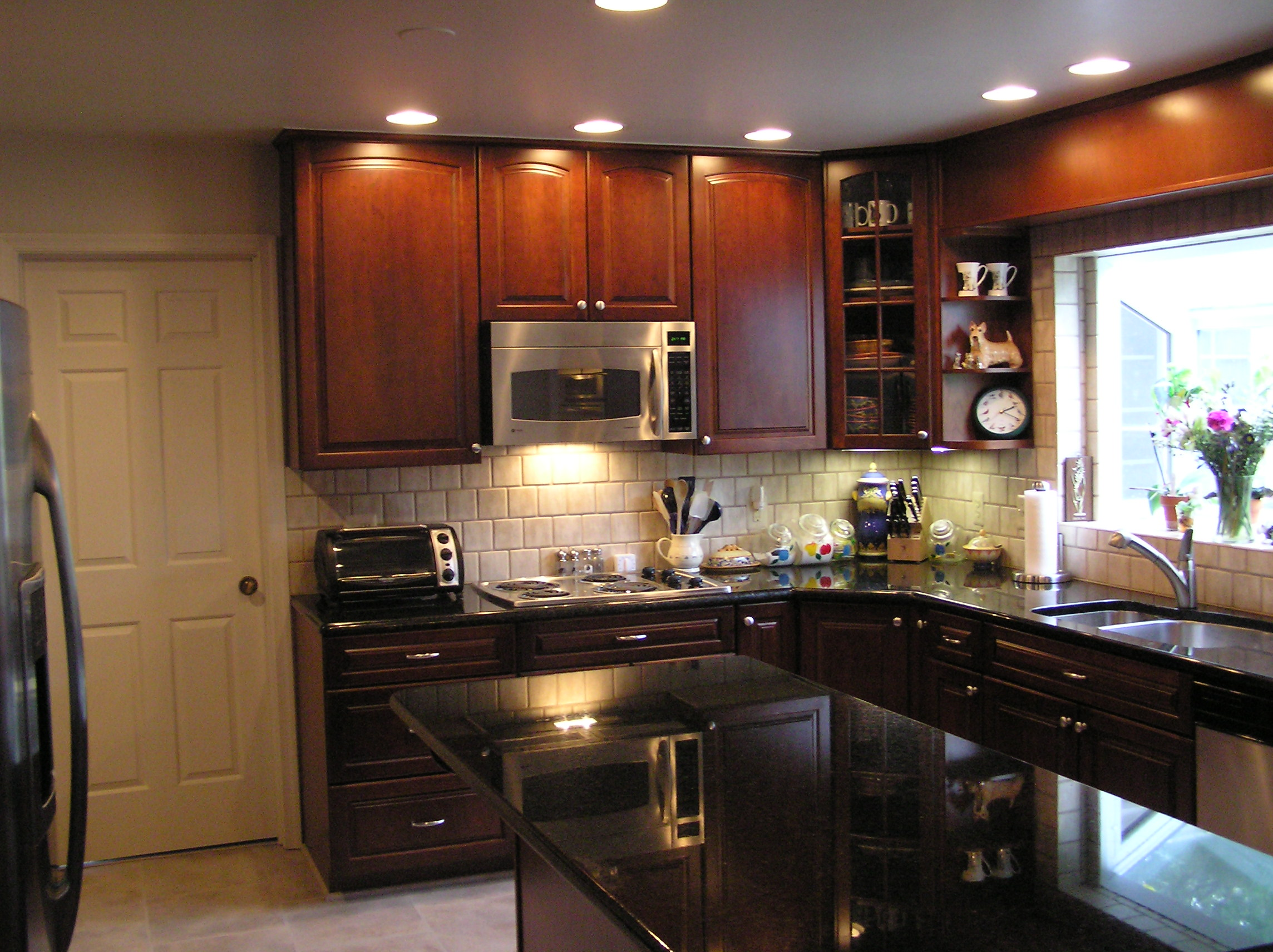 small kitchen decorating photo - 1