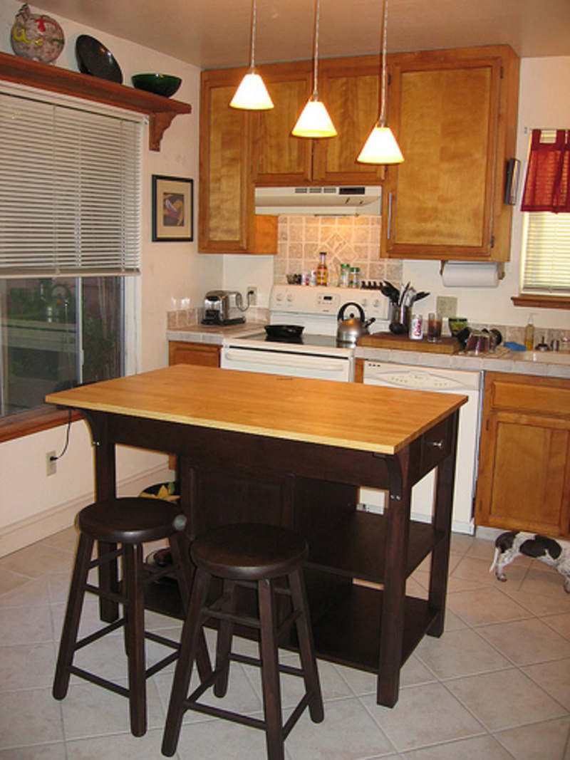 small kitchen island with seating photo - 1