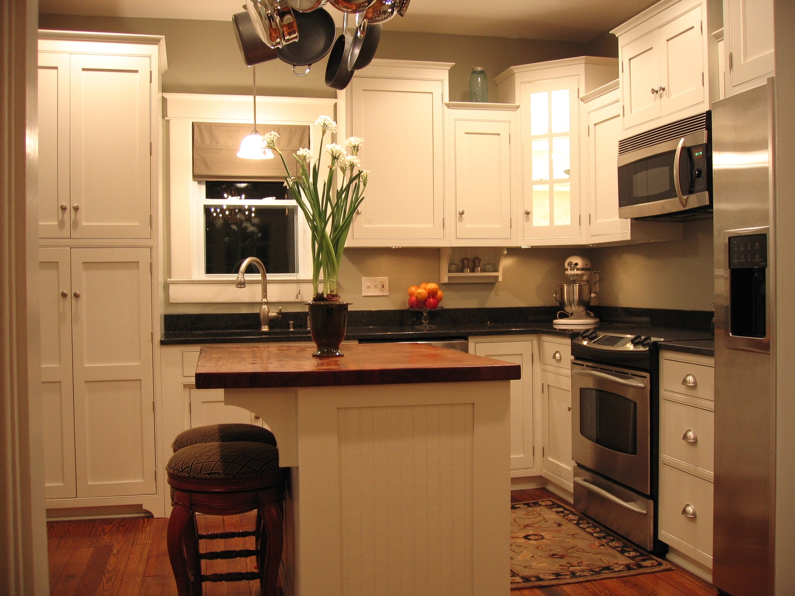 small kitchen islands with stools photo - 2