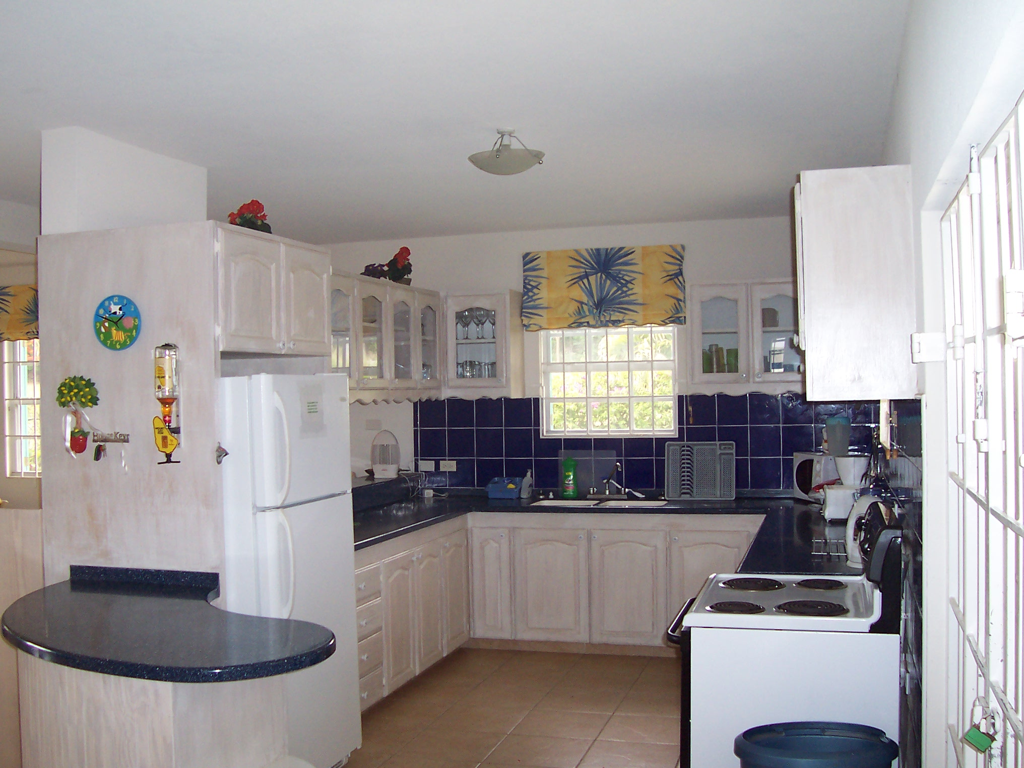 small kitchen layouts ideas photo - 1