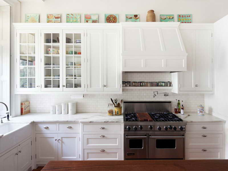 small kitchens with white cabinets photo - 1