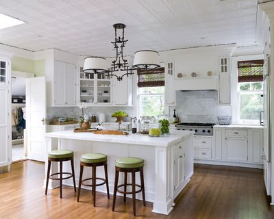 small kitchens with white cabinets photo - 2