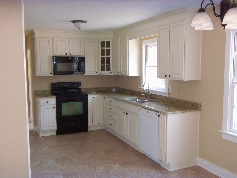 small l shaped kitchen photo - 2
