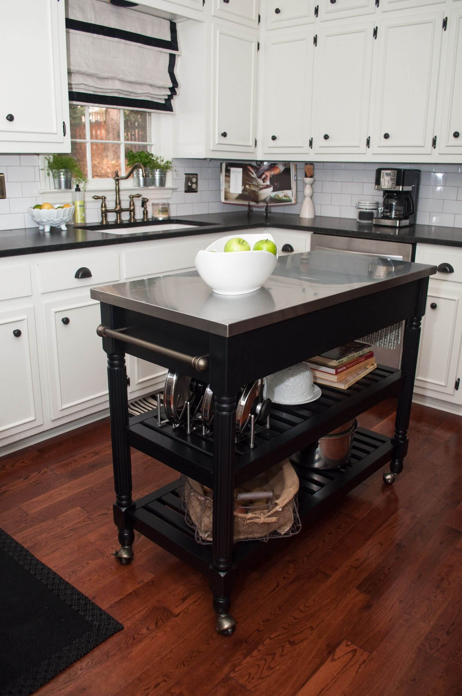 small movable kitchen island photo - 2