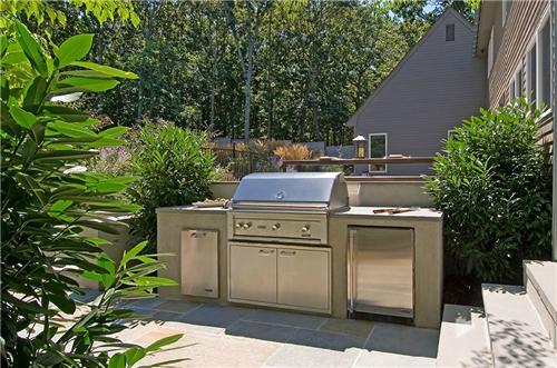 small outdoor kitchen photo - 1