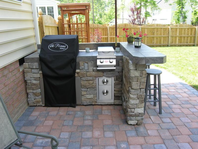 small outdoor kitchen design photo - 2