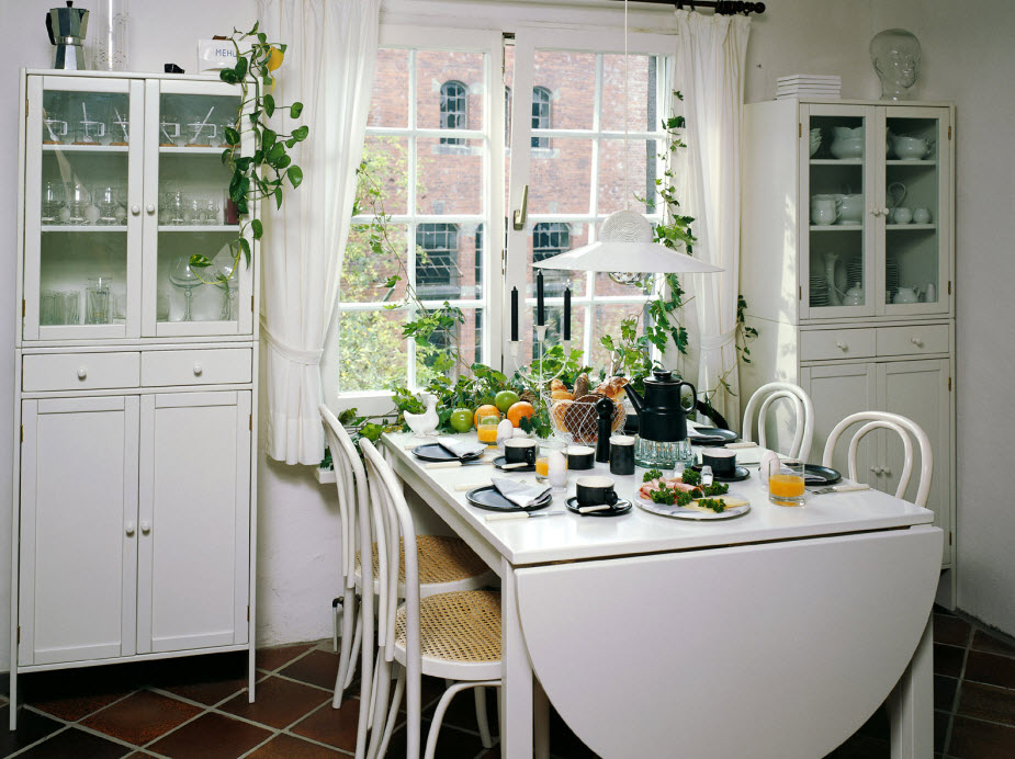 small space dining room photo - 2
