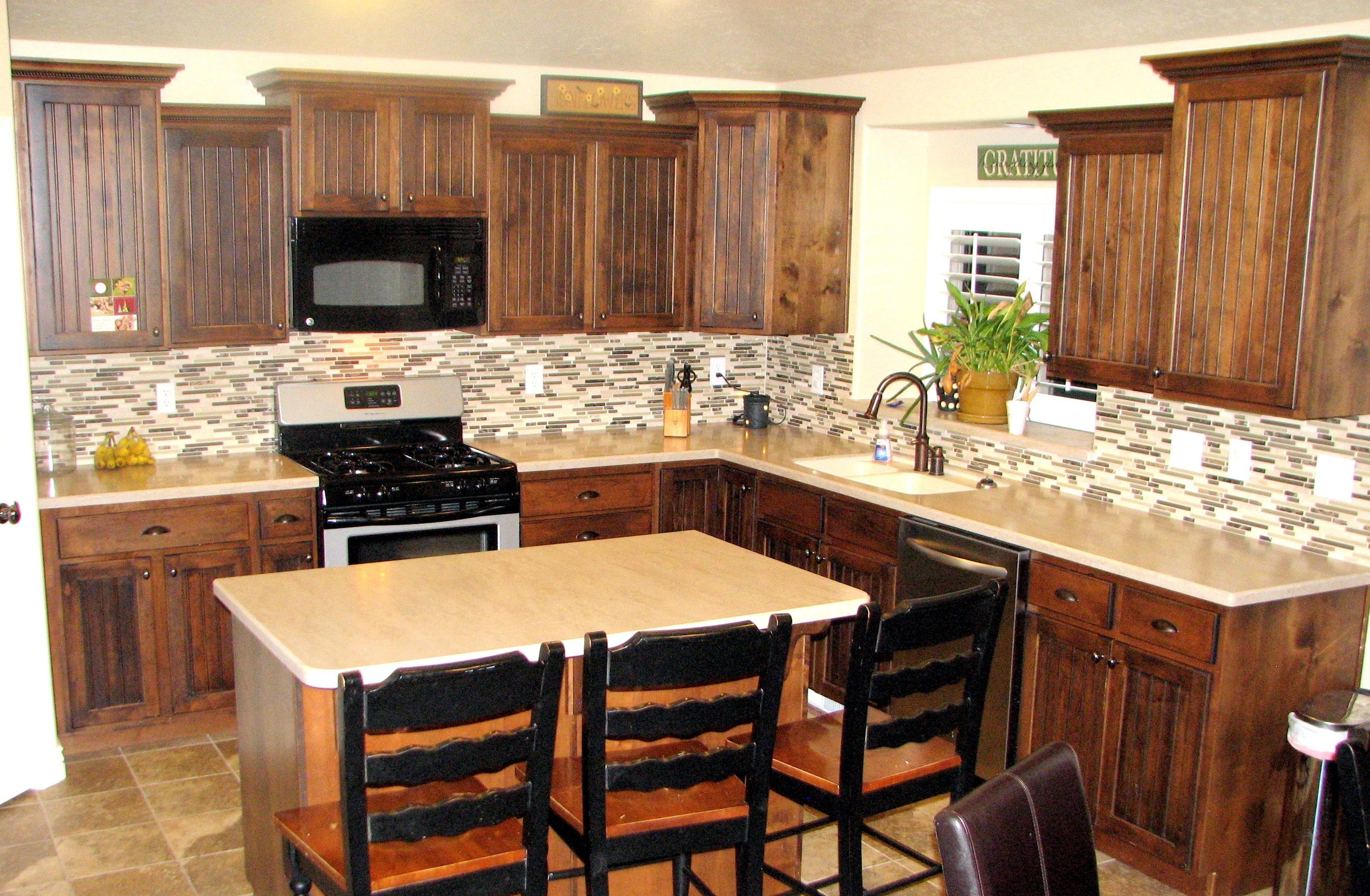 small tile backsplash in kitchen photo - 1