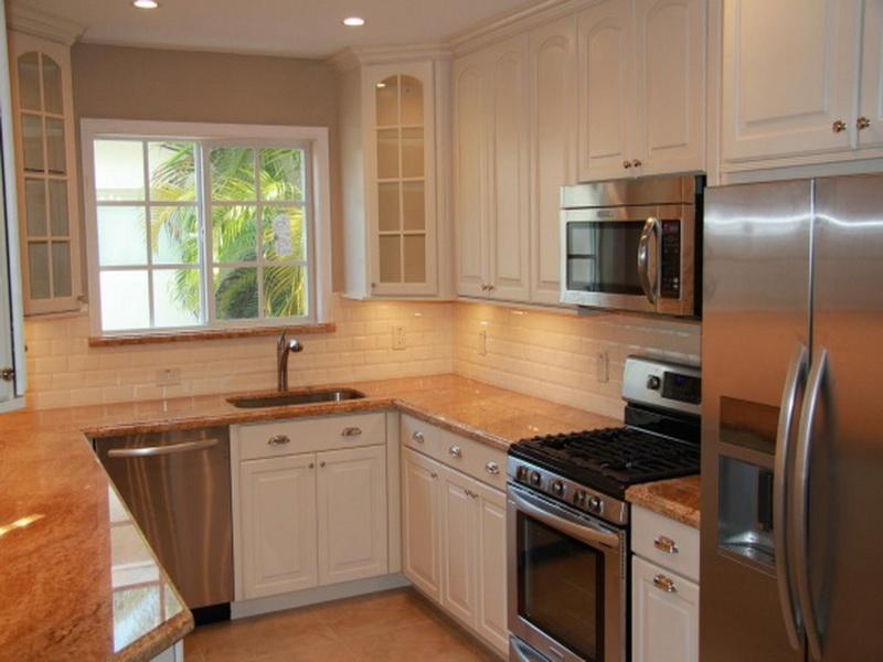 small u shape kitchen photo - 2