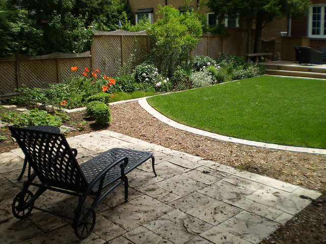 Square Backyard Landscaping Ideas Photo