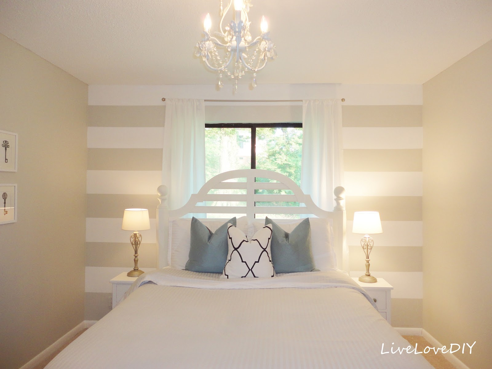 striped bedroom walls photo - 1
