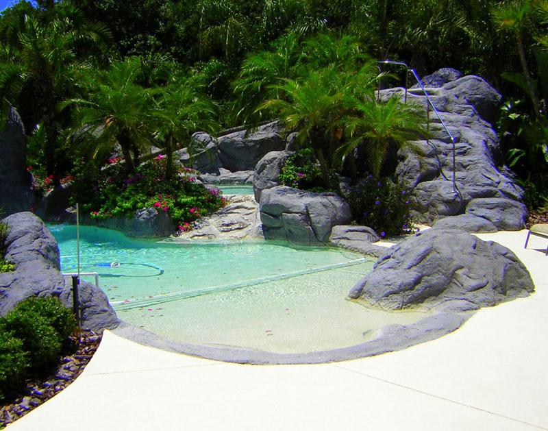 swimming pool in backyard photo - 2