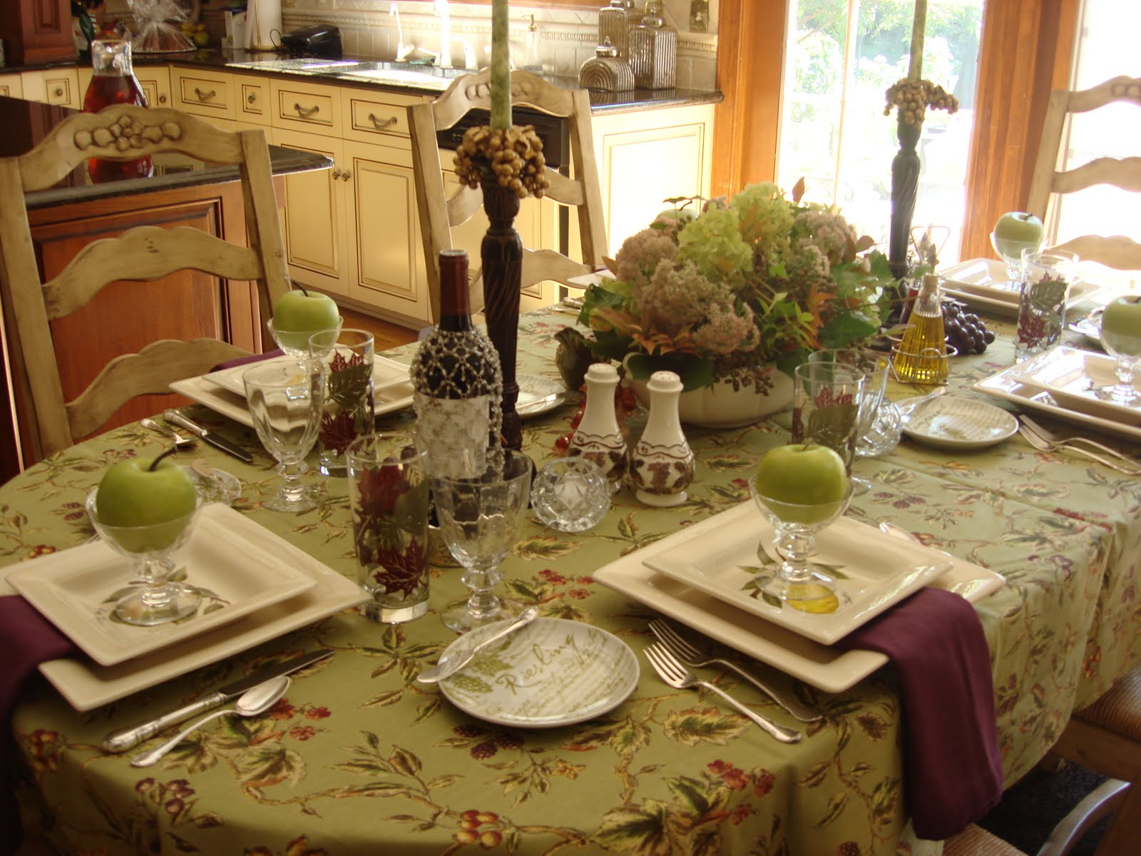 vintage dining room decor photo - 2