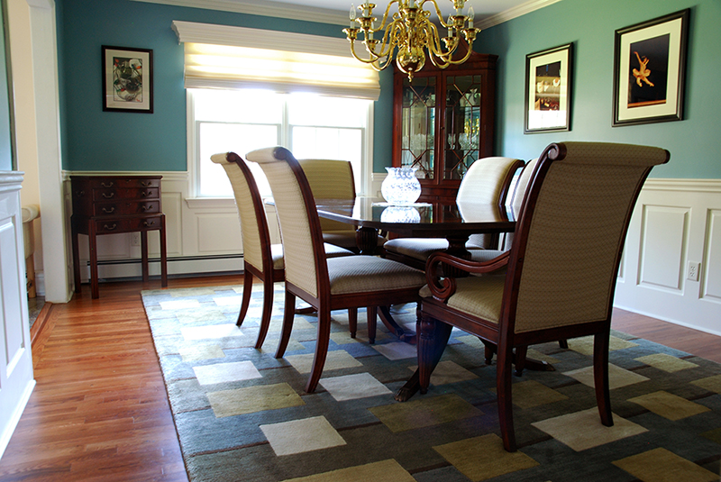 wainscoting in dining room photo - 1