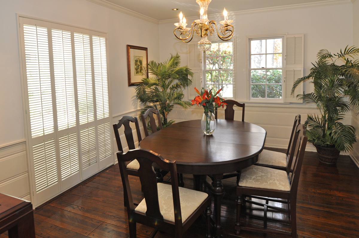 wainscoting in dining room photo - 2