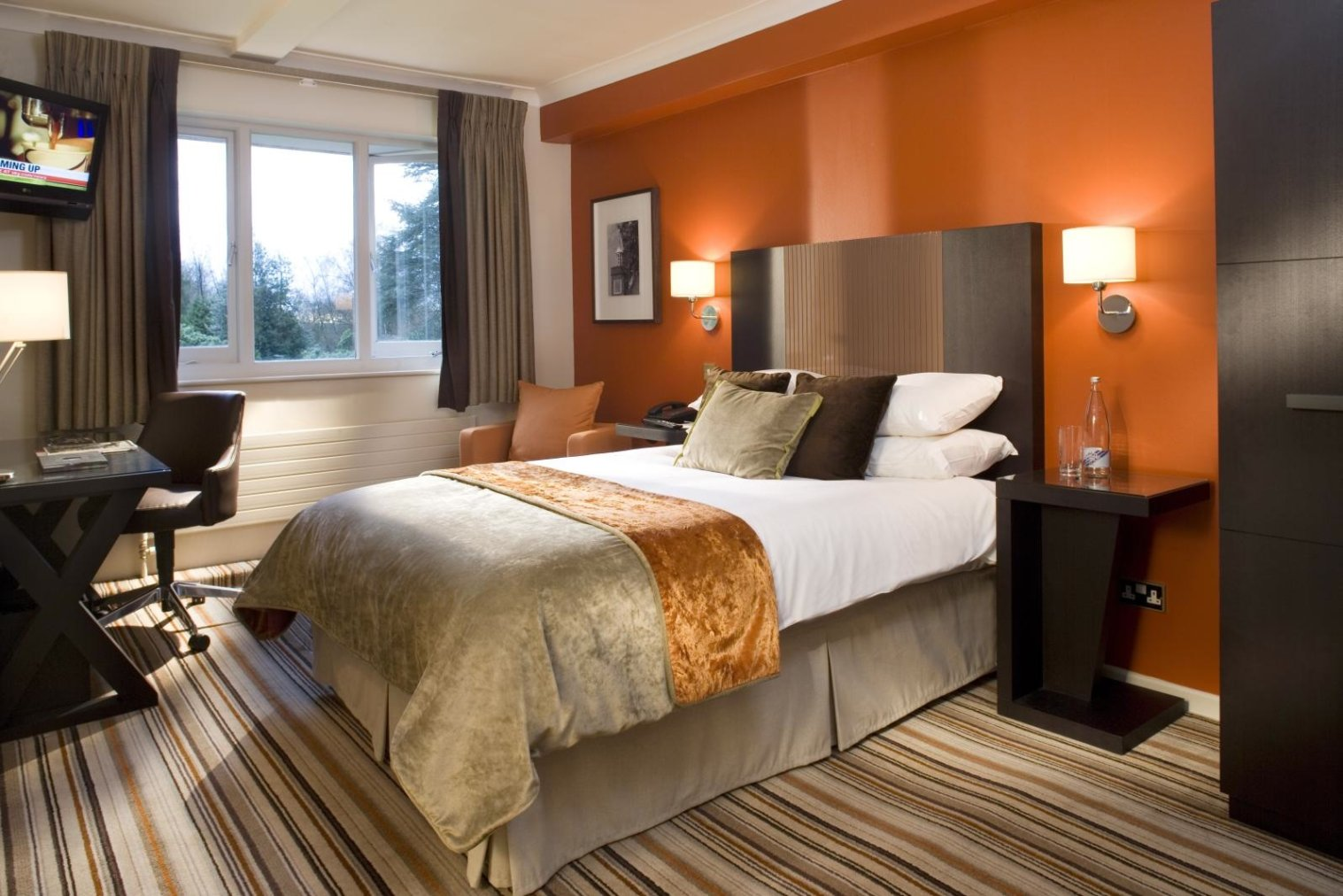 warm paint colors for bedroom photo - 2