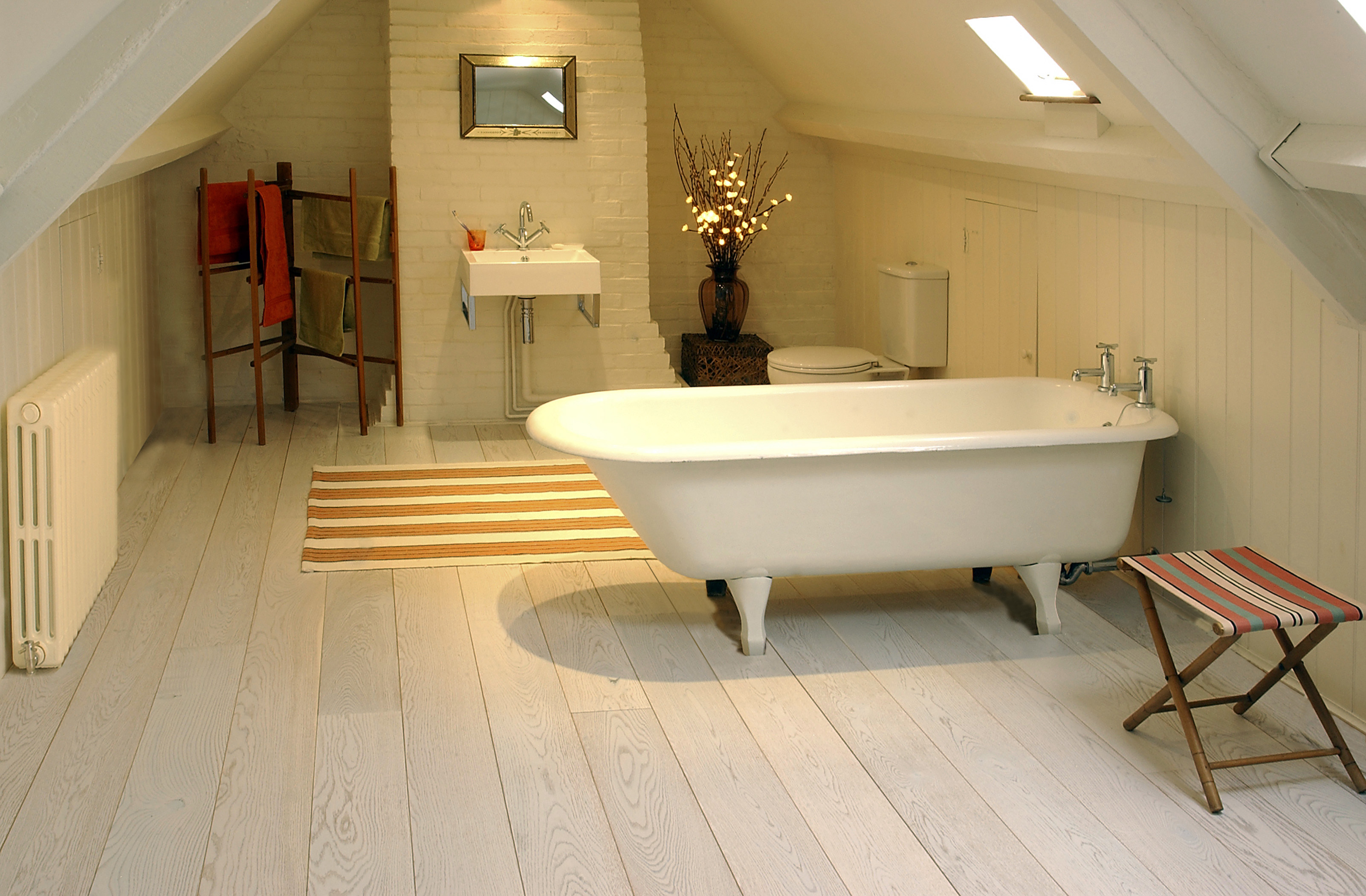 Wood floors in bathrooms - large and beautiful photos. Photo to ...